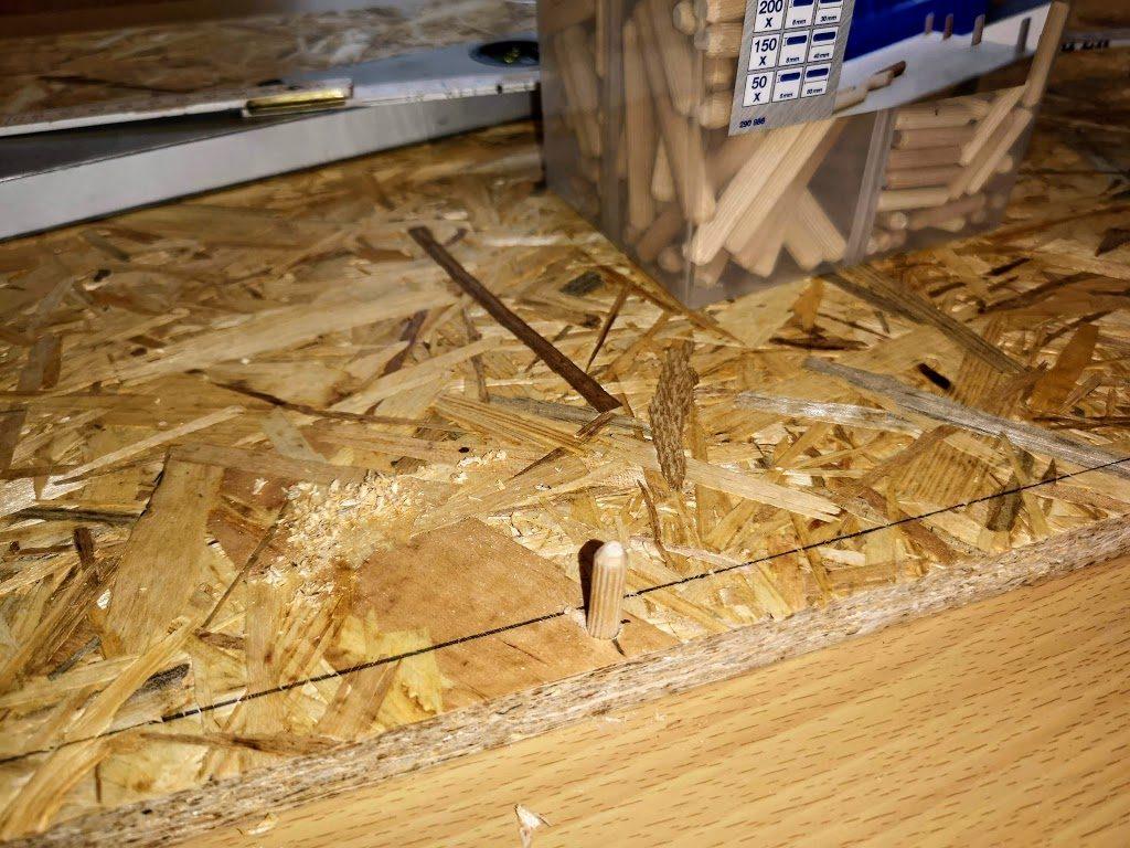 Rohbau des Geheges Holzstifte zur Befestigung